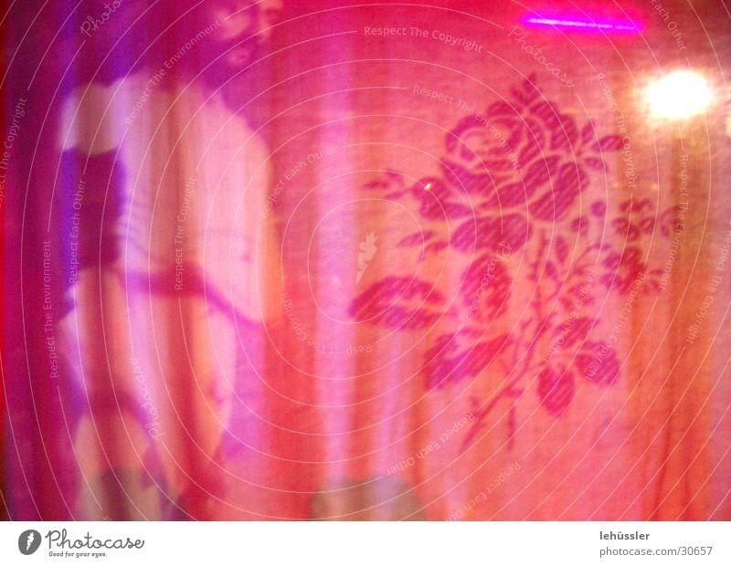 weiche fassade rosa Rose Mann Ausstellung Tuch Schatten Vorhang Kunst Skulptur Licht Innenaufnahme