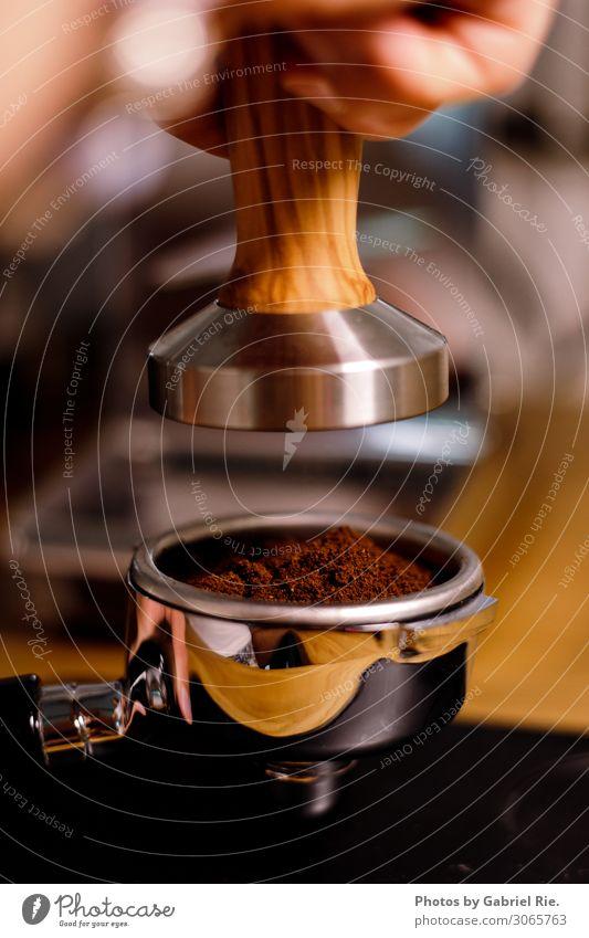 Espresso tampern Kaffee Kaffeetrinken Kaffeebohnen gemahlen Italienische Küche Getränk Heißgetränk Tamper Lifestyle Barista Restaurant Cocktailbar Strandbar