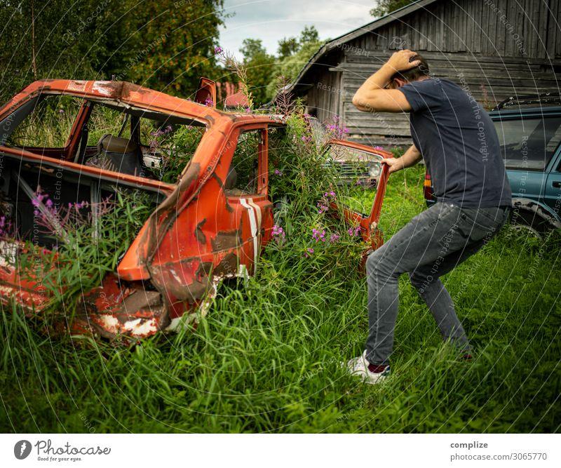 Auto vs. Natur Freizeit & Hobby Technik & Technologie Fortschritt Zukunft Energiewirtschaft Erneuerbare Energie Energiekrise Mann Erwachsene Umwelt Pflanze