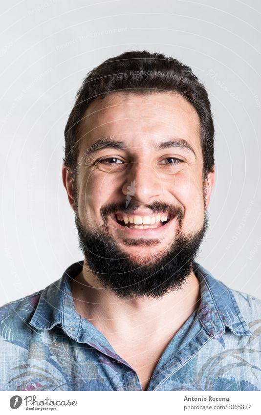 bärtiges, lächelndes Männerporträt aus nächster Nähe Mann Erwachsene Hemd Vollbart Lächeln Gefühle hawaiianisch Ausdruck Arabien nahöstliche Ethnie