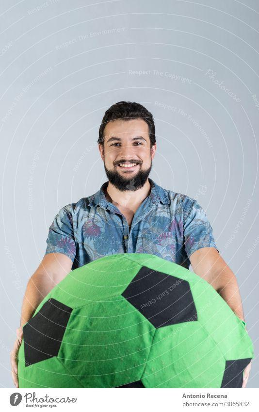 Fußball Fan Sport im Studio Schuss Freude Mann Erwachsene Hemd Luftballon Lächeln stehen Wut selbstbewußt hawaiianisch bärtig Ausdruck Arabien