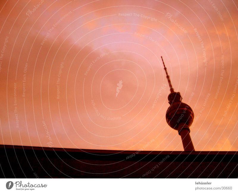 funkturm mal anders Himmel Berlin Architektur Horizont Turm Kultur Symbole & Metaphern DDR Fundament Funkturm