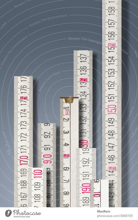 Maßstäbe setzen Messinstrument Maßband Holz Zeichen Ziffern & Zahlen Konkurrenz Zollstock messen Maßeinheit Menschenleer Farbfoto Innenaufnahme Studioaufnahme