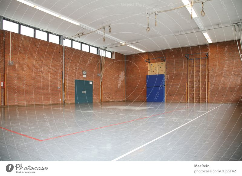 Turnhalle Sport Fitness Sport-Training Sportstätten Sportveranstaltung Schule Sporthalle Schulgebäude Turnen üben Innenaufnahme Menschenleer