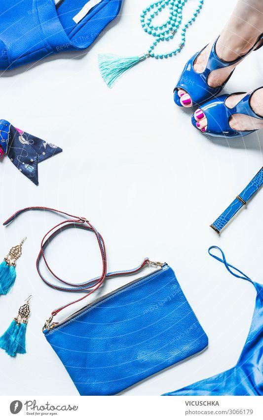 Kleidung Outfit, Accessoires und Frauenbeine mit High Heels kaufen Stil Design Mensch Erwachsene Beine Fuß Mode Bekleidung Schmuck Handschuhe Damenschuhe trendy