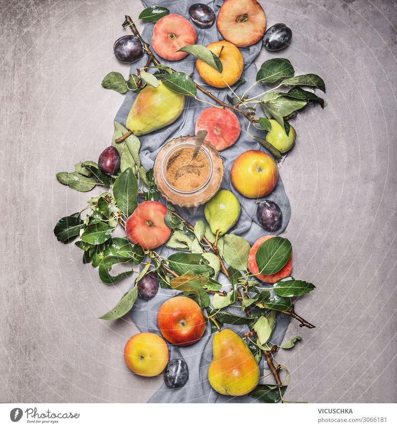 Bio-Obst aus dem Garten. Composing Lebensmittel Frucht Apfel Ernährung Bioprodukte Vegetarische Ernährung Diät Stil Gesunde Ernährung Sommer Natur Design