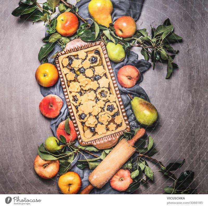 Obstkuchen mit Bio Obst aus dem Garten Lebensmittel Frucht Apfel Kuchen Dessert Ernährung Bioprodukte Vegetarische Ernährung Geschirr Stil Design