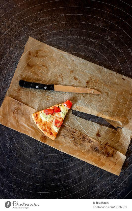 das letzte Stück Lebensmittel Essen Ernährung Küche Backwaren wählen Teile u. Stücke Messer Tomate Käse Teigwaren Pizza Italienische Küche