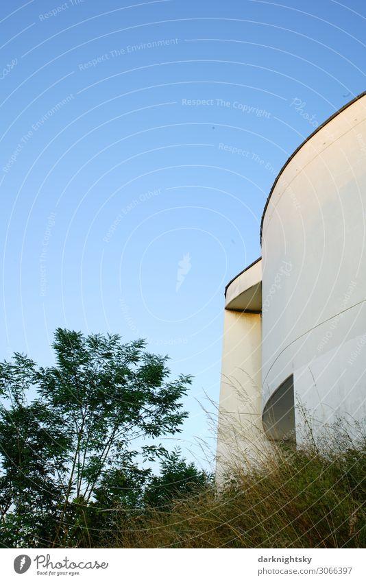 Architektur der Moderne Kleinstadt Stadtrand Haus Kirche Burg oder Schloss Park Rathaus Turm Bauwerk Gebäude Klassische Moderne Rotunde Mauer Wand Fassade Dach