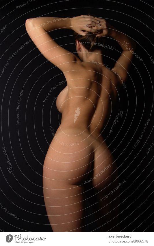 weiblicher Akt von hinten Frau Mensch Jugendliche Junge Frau nackt schön Weiblicher Akt Erotik 18-30 Jahre Erwachsene feminin Körper Sex Rücken Haut