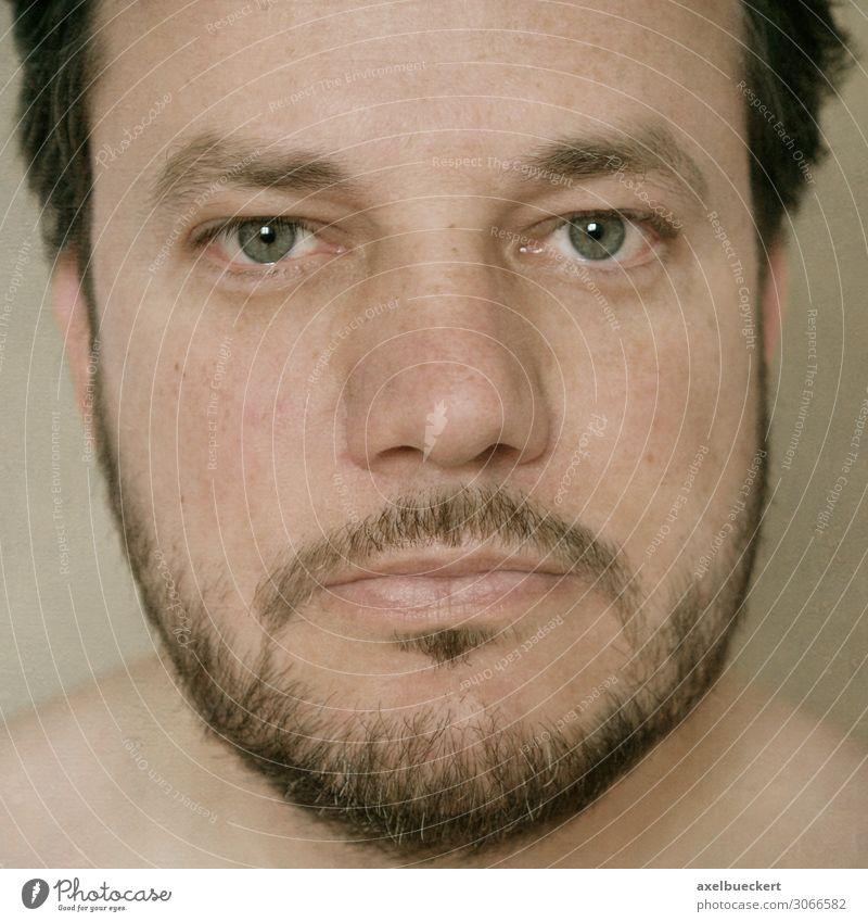 Headshot eines bärtigen Mannes Mensch maskulin Erwachsene Gesicht 1 30-45 Jahre schwarzhaarig brünett kurzhaarig Bart Dreitagebart Vollbart authentisch headshot