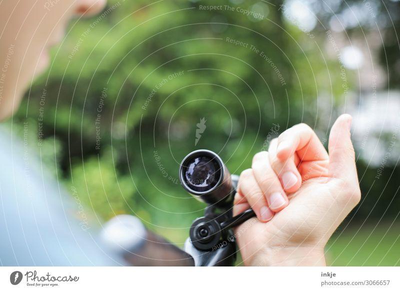 Luftgewehr / laden Sportschießen Junger Mann Jugendliche Erwachsene Leben Hand 1 Mensch 13-18 Jahre 18-30 Jahre Zielfernrohr Teleskop festhalten Genauigkeit