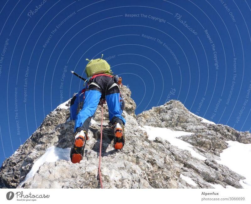 Des Führers Hintern ! Mann Erwachsene Hügel Felsen Alpen Berge u. Gebirge Zugspitze Schneebedeckte Gipfel Freude Zufriedenheit selbstbewußt Coolness Optimismus