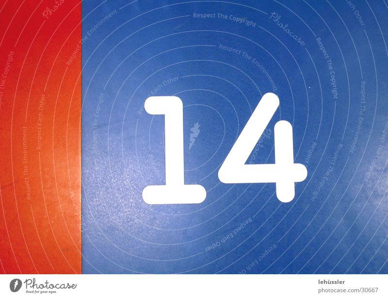 nummer 14 blau weiß rot Bodenbelag Trennung