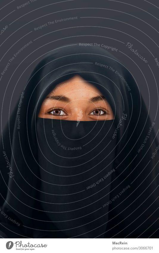Muslima Mensch feminin Junge Frau Jugendliche Erwachsene Kopf Gesicht Auge 1 18-30 Jahre Bekleidung Schutzbekleidung Burka Kopftuch Gefühle Zukunftsangst