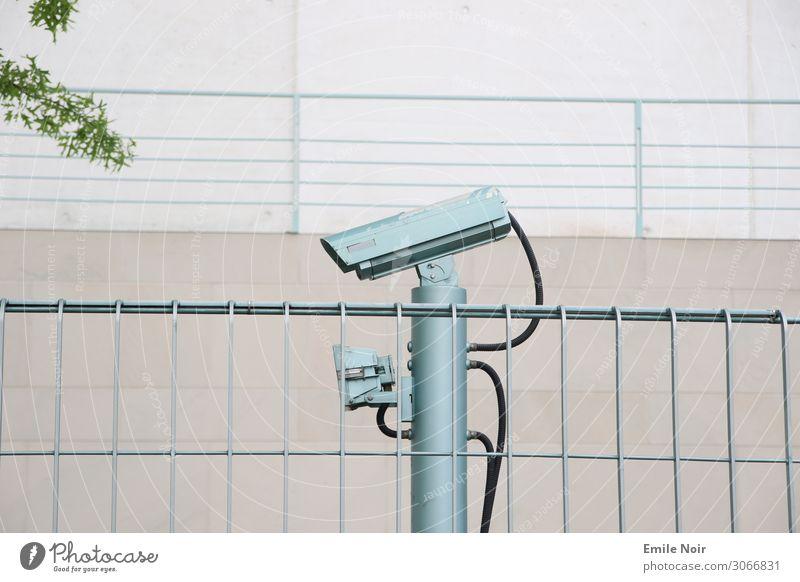Kamera sieht alles Videokamera Technik & Technologie Informationstechnologie Überwachungskamera Überwachungsstaat Sicherheit Schutz Scham Reue Hemmung Angst