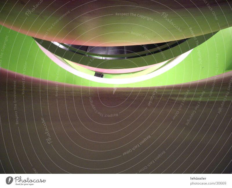 betonmund Beton grün geschwungen Architektur Treppe Auge tief Geländer Reflexion & Spiegelung