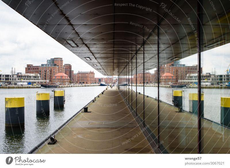 Wismar I Ferien & Urlaub & Reisen Sightseeing Städtereise Sommer Deutschland Europa Hafenstadt Architektur Fassade Fenster maritim Stadt braun gelb grau