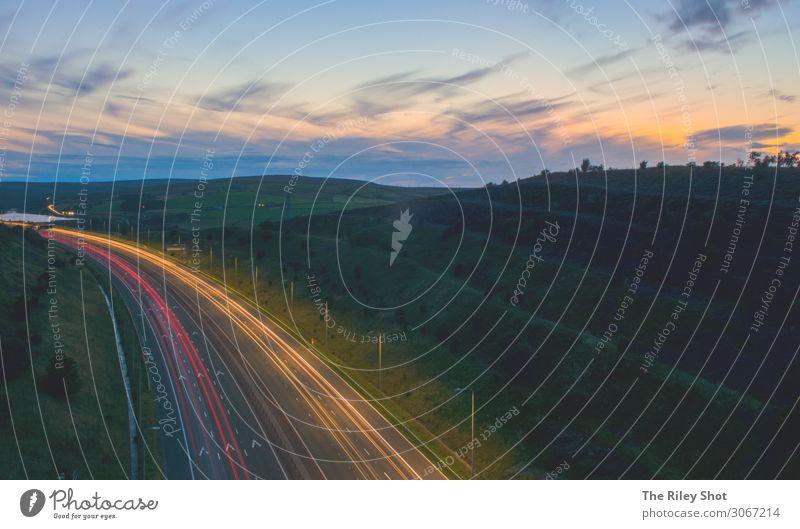 Lichtspuren über die M62, England Technik & Technologie Energiewirtschaft Industrie Verkehr Verkehrswege Berufsverkehr Güterverkehr & Logistik Straßenverkehr