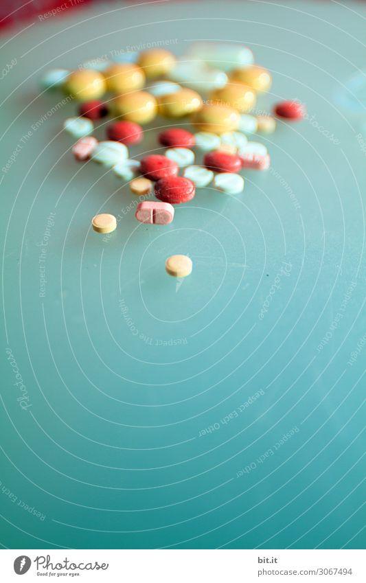 Pillepalle Gesundheit Gesundheitswesen Behandlung Seniorenpflege Krankenpflege Krankheit Rauschmittel Medikament Sucht Tablette Farbfoto Innenaufnahme