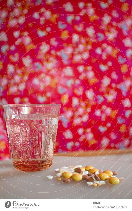 Pillenberg mit Wasserzugang und Psychadelicpanorama. schön Gesundheit Gesundheitswesen Behandlung Seniorenpflege Krankenpflege Krankheit Medikament Stress Sucht