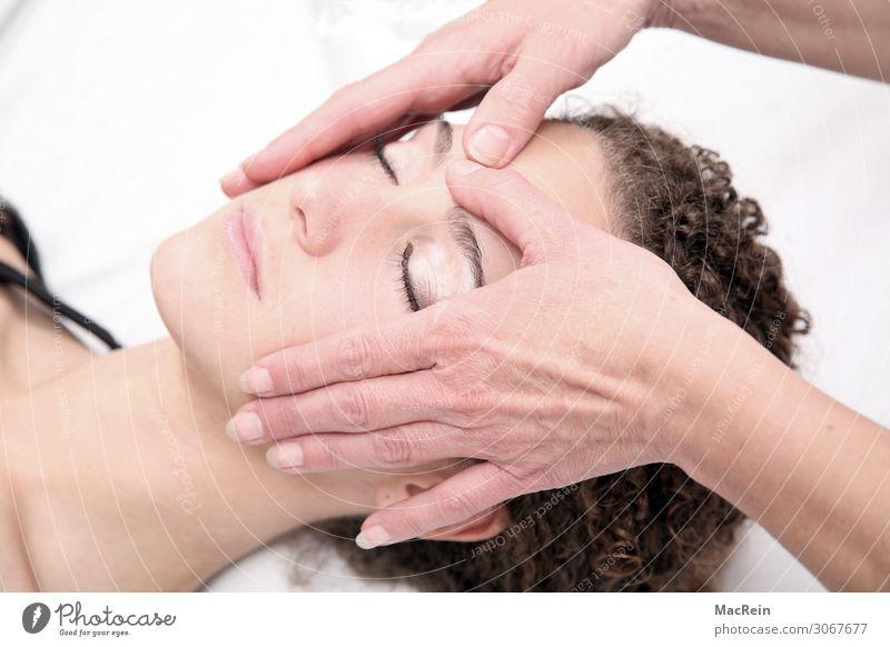 Reiki Gesicht Behandlung Alternativmedizin Wellness Leben harmonisch Wohlgefühl Zufriedenheit Sinnesorgane Erholung ruhig Meditation Spa Massage
