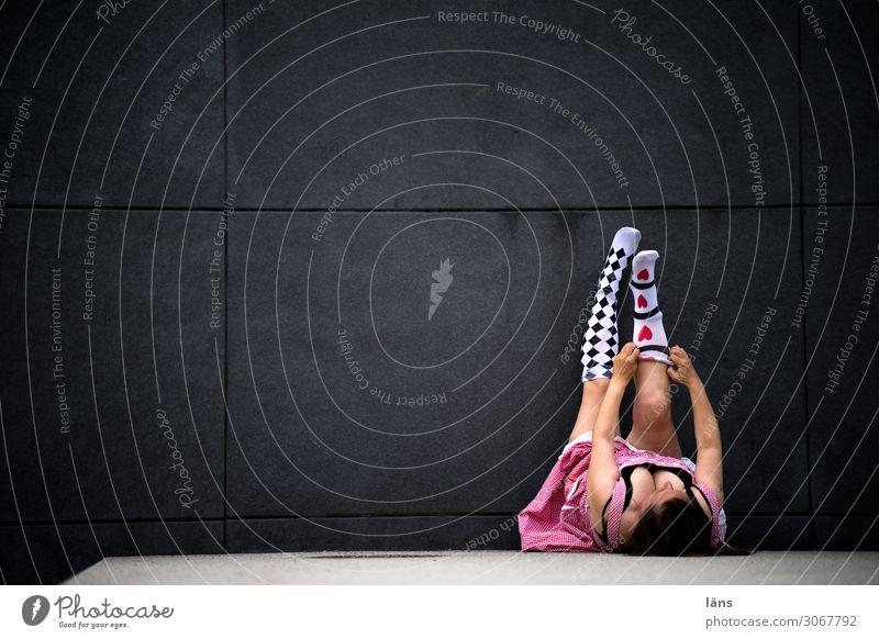Herzensangelegenheit l AST10 Freude Mensch feminin Frau Erwachsene Leben Beine 45-60 Jahre Chemnitz Mauer Wand Wege & Pfade Kleid Strümpfe liegen Erotik rosa