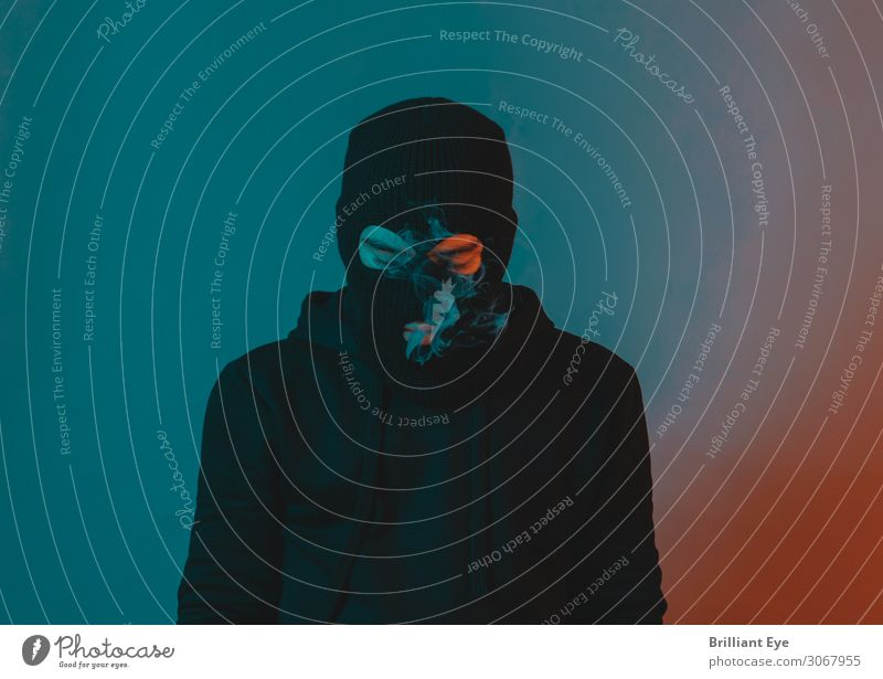 senken und aufsteigen Lifestyle Stil Mensch maskulin Junger Mann Jugendliche 1 18-30 Jahre Erwachsene Künstler Mode Pullover Mütze Maske Denken Rauchen träumen