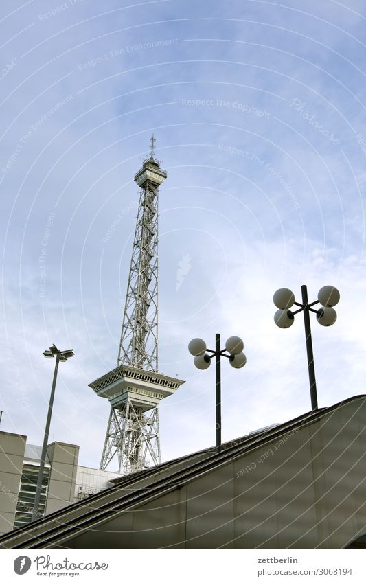 Der Berliner Funkturm Turm Wahrzeichen icc Großstadt Hauptstadt Leben Menschenleer Mitte Charlottenburg Sommer Stadt Straße Städtereise Szene Textfreiraum