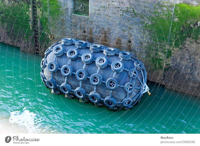 Anleger Wasser Hafen Jachthafen Sicherheit Anlegestelle Autoreifen Gummi Wand Farbfoto Außenaufnahme