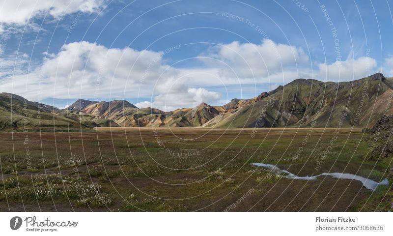 Colorful mountain range in the Icelandic highlands Natur Landschaft Pflanze Tier Wolken Gras Moos Berge u. Gebirge Gipfel mehrfarbig Farbfoto Außenaufnahme