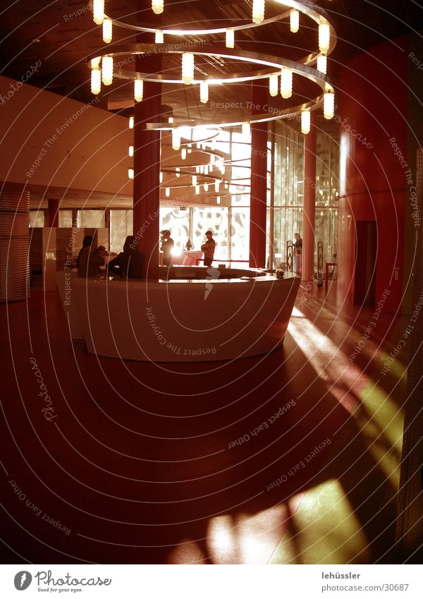 eingangslounge Lampe Licht Fenster Bar Theke Reflexion & Spiegelung Architektur Glas ausleihe ...