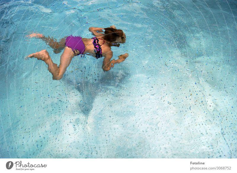 Sommerfreuden Mensch feminin Kind Mädchen Kindheit Leben Körper Haut Kopf Haare & Frisuren Rücken Arme Hand Beine Fuß 1 Urelemente Wasser ästhetisch Coolness