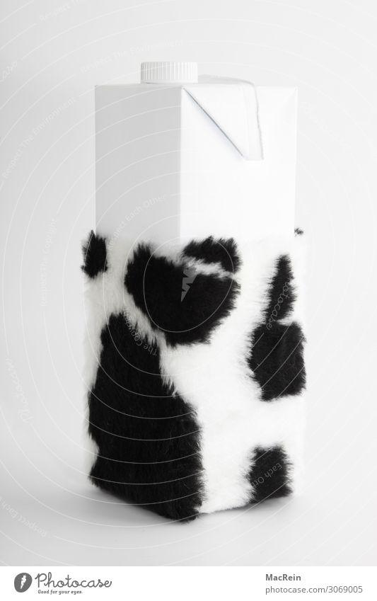 Milchtüte mit Kuhfell Lebensmittel Ernährung Getränk Fell Gesundheit Gesundheitswesen Symbole & Metaphern Tüte Verpackungsmaterial schwarz weiß gefleckt
