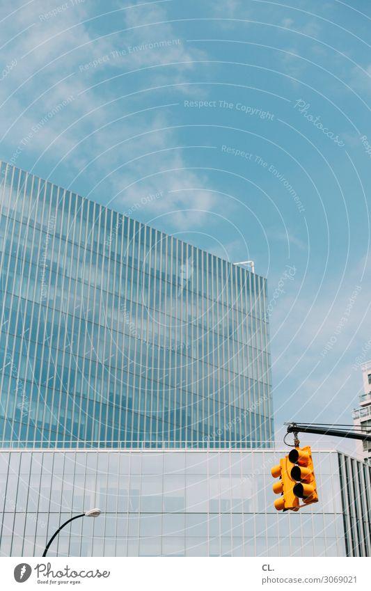 ampel Ferien & Urlaub & Reisen Städtereise Himmel Schönes Wetter New York City Manhattan USA Stadt Stadtzentrum Menschenleer Hochhaus Bauwerk Gebäude