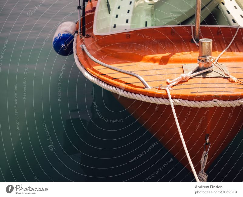 Orangefarbenes Boot Angeln Bootsfahrt Ferien & Urlaub & Reisen Tourismus Ausflug Meer Insel Segeln Wasser Verkehr Verkehrsmittel Schifffahrt Fischerboot