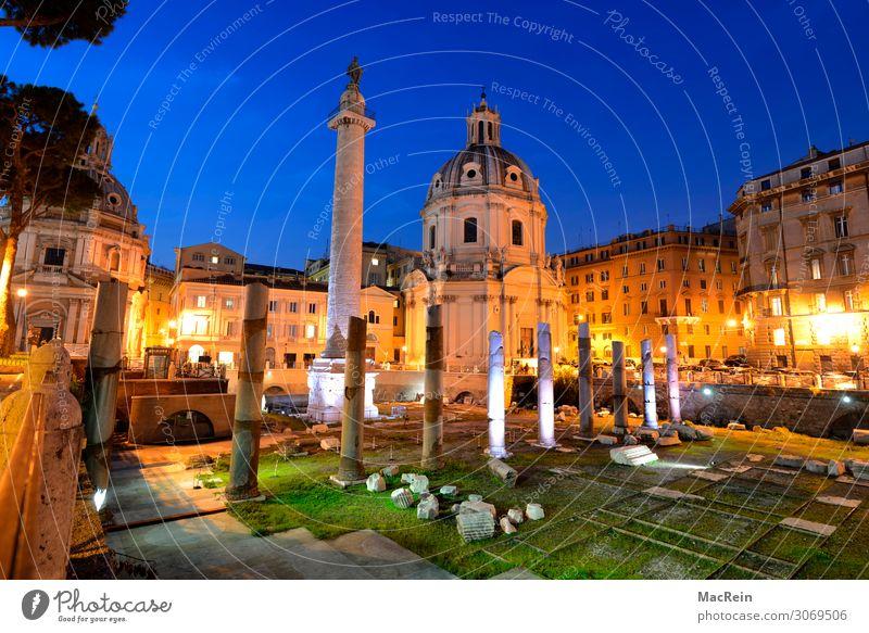 Trajansäule Mensch alt Stadt Architektur Religion & Glaube Gebäude Kirche Kultur Italien historisch Sehenswürdigkeit Wahrzeichen Bauwerk Statue Figur Skulptur