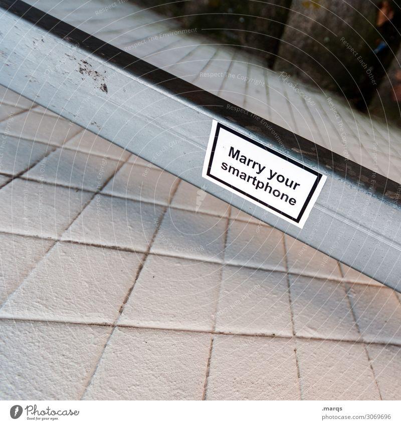 Marry your Smartphone Handy Mauer Wand Etikett Schriftzeichen Ärger Partnerschaft Sucht Farbfoto Außenaufnahme Textfreiraum links Textfreiraum oben