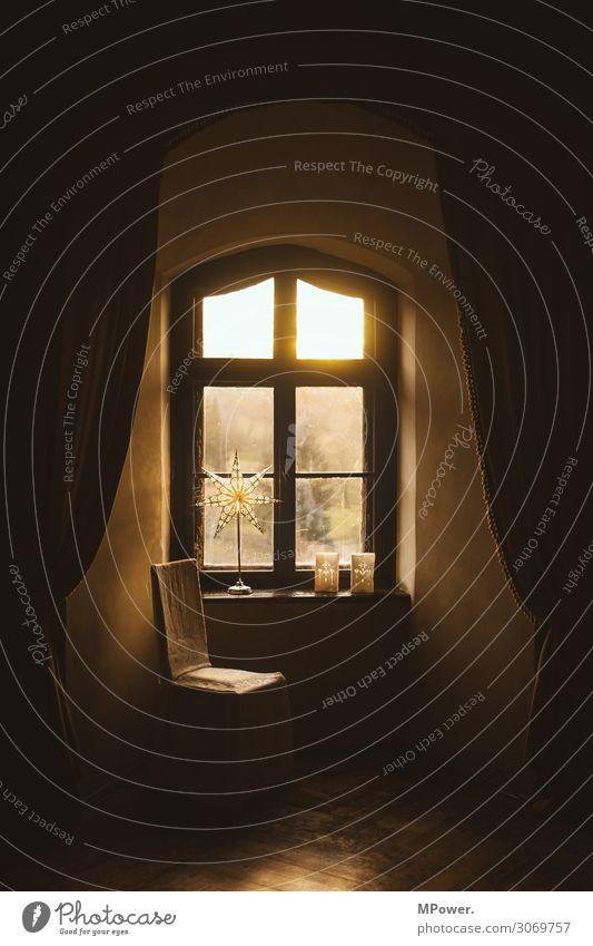 am fenster Haus Fenster alt Stuhl Weihnachtsdekoration Weihnachtsstern Vorhang Sitzgelegenheit Farbfoto Innenaufnahme Tag