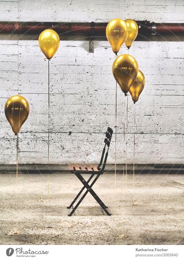 The beginning II Stuhl Parkhaus gelb gold grau orange schwarz weiß Ballone Luftballon Wand Mauer Garage Tiefgarage Kreativität Farbfoto Innenaufnahme