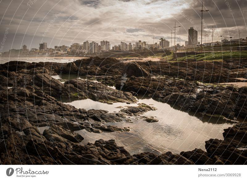 Weitsicht | Salvador de Bahia Umwelt Wasser Himmel Wolken Gewitterwolken Küste Strand Bucht Stadt Hafenstadt gigantisch Südamerika Skyline Atlantik Meer steinig