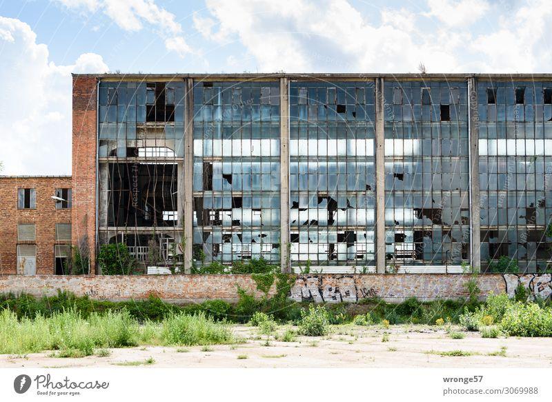 Alte Bude alt blau Stadt Fenster dunkel Wand Deutschland Mauer Stein braun Fassade grau Metall Europa Glas trist
