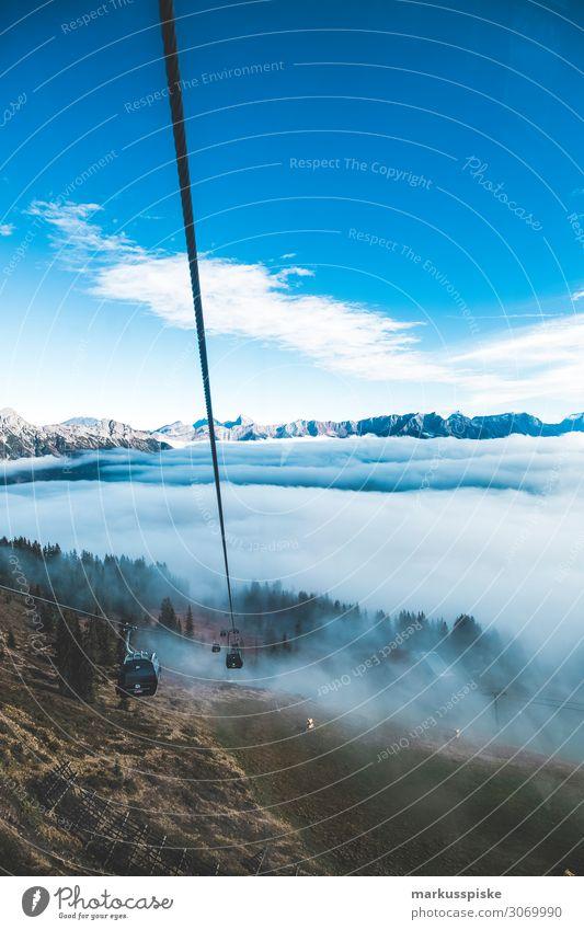 Seilbahn im Nebel Ferien & Urlaub & Reisen Natur Winter Freiheit Zufriedenheit Abenteuer Lebensfreude genießen Snowboard Bergsteiger massiv Highlands