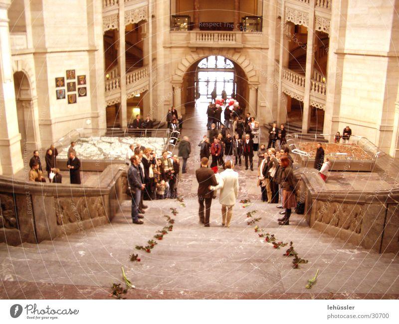 hochzeit Menschengruppe Paar Freundschaft Hochzeit Rose Treppe Ehe festlich
