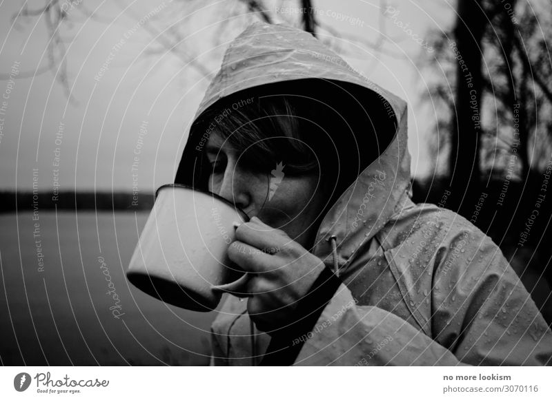 warm your neck, cause science is real Getränk trinken Heißgetränk Kakao Kaffee Tee Glühwein Tasse Becher Mantel Regenmantel Regenjacke dunkel kalt Durst
