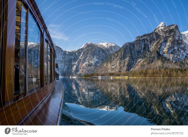 A boat trip on Lake Königssee in the Berchtesgaden NP Natur Landschaft Wasser Wolkenloser Himmel Schönes Wetter Alpen Berge u. Gebirge Gipfel