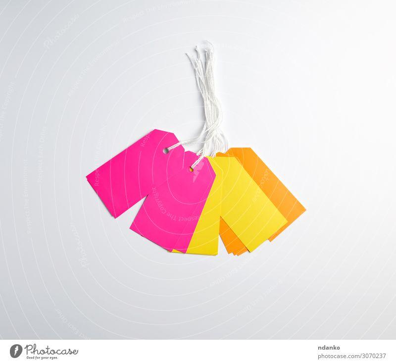 rechteckige Papierschnipsel, gelbe und orangefarbene Etiketten Handwerk Business Seil Verpackung Schnur hängen verkaufen natürlich oben braun rosa weiß Adresse