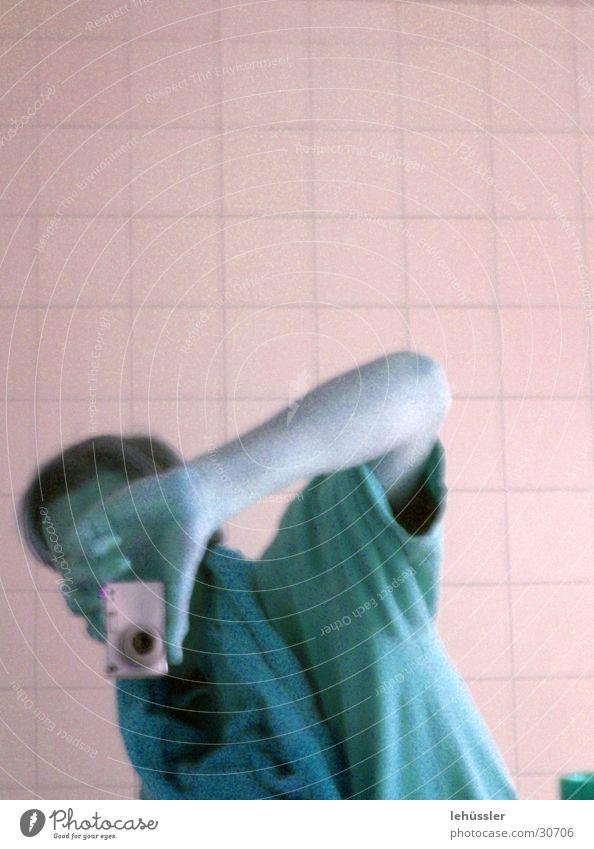 erwischt Mann Fotografieren Bad Selbstportrait Fotokamera Fliesen u. Kacheln T-Shirt pentax optio hussler th coop