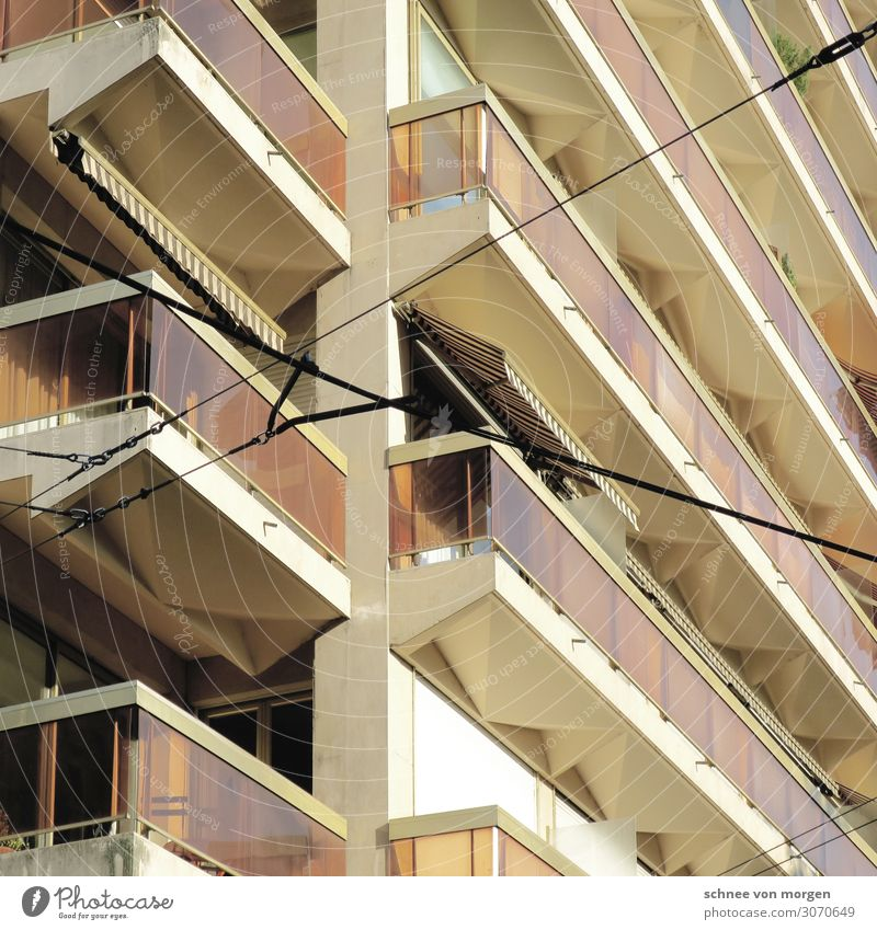"""Blick nach draußen Bauwerk Gebäude Architektur Fassade Balkon Glas Metall ästhetisch trendy Stil """"Schweiz Stein Strom,"""" Farbfoto"""