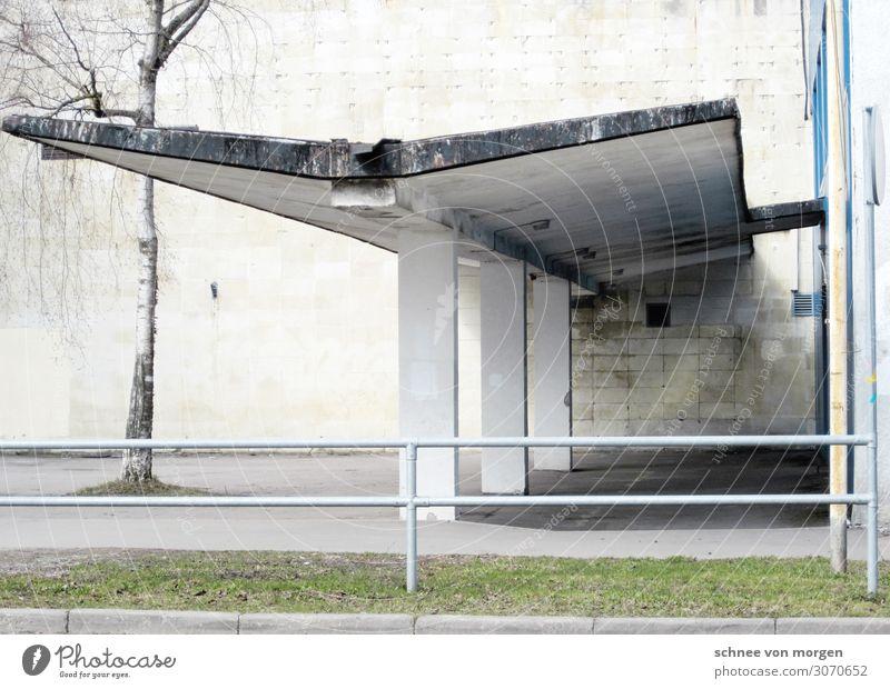 Flügelschlag Stadt Architektur Wand Stil Gebäude Mauer Fassade Verkehr ästhetisch historisch Dach Bauwerk hässlich
